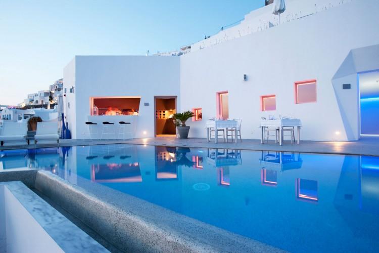 Grace-Santorini-Hotel-pool view