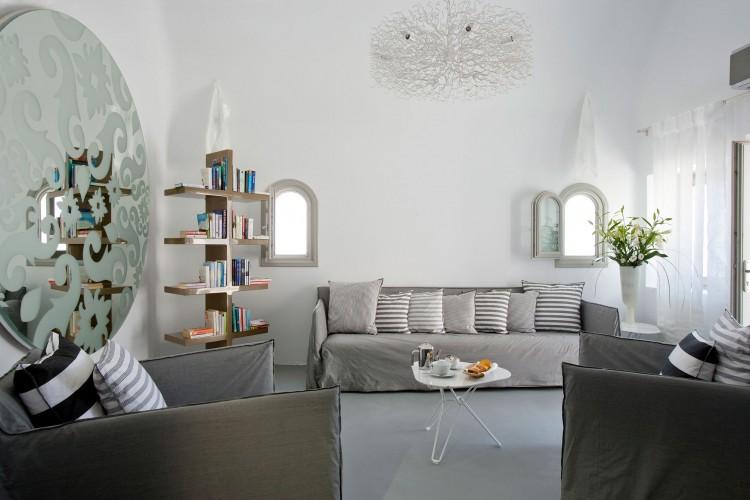 Grace-Santorini-Hotel-suite