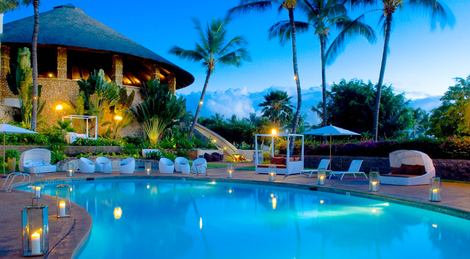 hotel-wailea-pool-evening