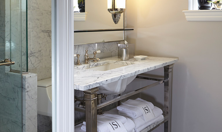 Surrey-Salon-Bathroom