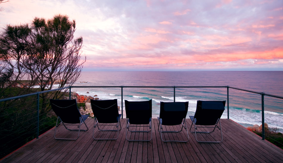 Bay-of-Fires-Lodge-deck