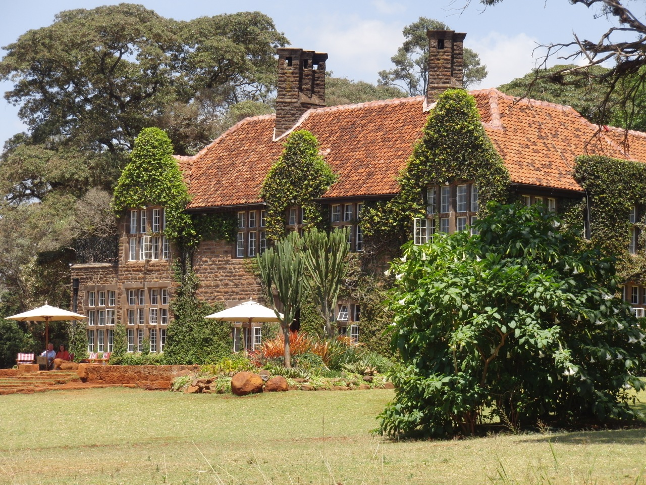 Giraffe-Manor-Front