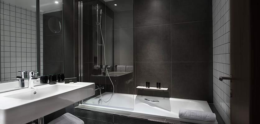 12meliaparisladefense-meliabathroom